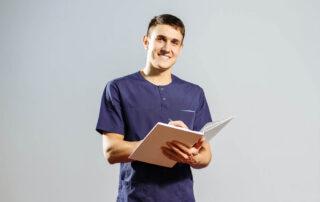 Fisioterapista che ripercorre la storia del paziente